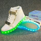 O diodo emissor de luz luminoso colorido cobrando da fluorescência das sapatas das mulheres dos homens do USB do Sheetmetal superior elevado quente do estilo calç sapatas do Zipper do plutônio das mulheres dos homens