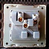 British Standard 13A Blanc Square-Épinglé Switched Socket avec Neon
