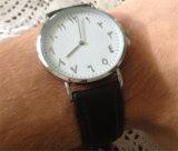 Uhr-neue Entwurf Montre der arabischen Zahl-Yxl-500 lederne Brücke-Uhr