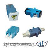 HK-02012-B2 Adaptador óptico de fibra de la alta calidad Sc / Sm / PC con el obturador
