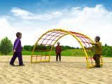 ネットに上っている体操公園の娯楽子供
