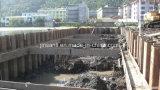 Pila de hoja de acero usada en el camino, río