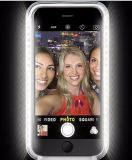 SelfieはiPhone 6sのための電話Lumeeeのケースをつける