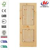 El aliso nudoso Pre-Colgó la puerta de madera