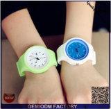 Yxl-967는 선물 형식 여자 시계 호화스러운 상표 실리콘 묵 젤 석영 아날로그 손목 시계를 완전히 한다