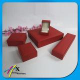 El papel Textured rojo cubrió el conjunto de empaquetado del rectángulo de la joyería de lujo de la cubierta