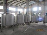 El tanque de mezcla del acero inoxidable con un producto de limpieza de discos del CIP