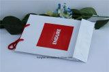 Bolsa de papel de la impresión que hace compras roja con la maneta del nudo