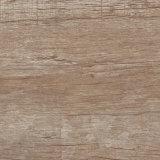 紫外線抵抗力があるWPCのビニールの板のフロアーリングの木製の一見