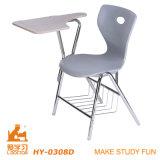 安く白い木のパッドを入れられた折りたたみ椅子