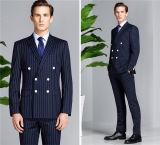 ダブルの縞の人のスーツ