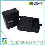 Boîtes-cadeau noires de carton estampées par logo fait sur commande