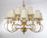 Revestimento dourado luxuoso com luz branca do candelabro do vintage para o projeto