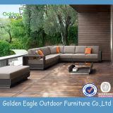 全天候用屋外の藤の家具の椅子