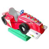 Ragazzo astuto del gioco della macchina dell'automobile a gettoni dell'oscillazione
