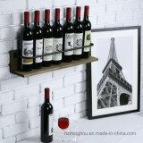 Деревенский шкаф бутылки вина полки индикации ликвора деревянной установленный стеной
