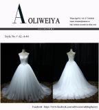 Una riga abito di /Ball bianco/avorio personalizza il vestito da cerimonia nuziale