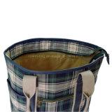 Le signore hanno controllato il sacchetto di Tote di acquisto del tessuto di cotone con testo fisso di cuoio