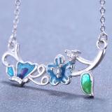 La flor de mariposa de la plata esterlina de la manera de las mujeres sale del collar pendiente cristalino