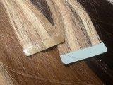 Nastro di trama della pelle nelle estensioni dei capelli