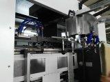 Máquina cortando e vincando automática