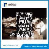Catálogo da impressão com revestimento de poeira