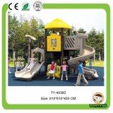 多彩なプラスチック屋外の運動場装置、遊園地の運動場