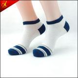 Белый носок поддержки лодыжки хлопка цвета