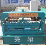 Tuile d'opération de panneau de mur formant la machine