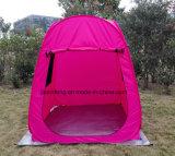 Ao ar livre estalar a barraca acima de acampamento