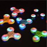 LED 색깔 변화 빛나는 우수한 불안 장난감을%s 가진 가벼운 새로운 세 배 방적공 전성기 장난감을%s 가진 싱숭생숭함 손 방적공은 아이와 성인을%s 초점을 돕는다