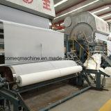 Toiletten-Seidenpapier 2015, das Maschine herstellt