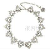 Doppio collana placcata del metallo oro con la perla