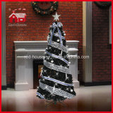 Rotierendes Lighting Christmas Tree mit Colorful Ornament und Ribbon