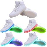 USB de la tapa de los hombres de las mujeres alto que carga las zapatillas de deporte que contellean de los zapatos del LED