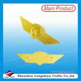 El ala de la mosca se adapta al oro de la divisa del Pin de la solapa acabado