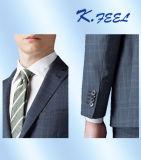 남자는 적당한 형식적인 사무실 정장을 체중을 줄인다