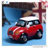創造的な小型車の貯金箱