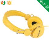 Auscultadores amarelos dourados do telefone móvel melhores em telefones da orelha