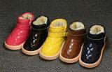 De Warme Schoenen van de Kinderen van het Leer van het Octrooi van de Kleur van het suikergoed (TX 25)