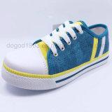 男の子のための2016の熱い販売の赤ん坊のズック靴