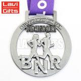 Media medalla de encargo del medallón de la plata de la acabadora del deporte del maratón con las cintas