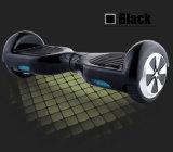 2つの車輪のスマートなバランスの電気スクーターの&Twoは自己のバランスのスクーターを動かす