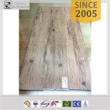 Plancher extérieur de vinyle d'Etr gravé en relief par bois