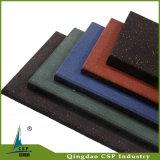 La gomma mette in mostra le mattonelle di gomma di sicurezza della stuoia del pavimento con due strati