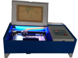 Graveur van de Laser van de Snijder van de Laser van de hobby de Mini voor de Rubber AcrylDienst van de Gravure