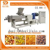 O milho expulso sopra os petiscos que fazem a maquinaria