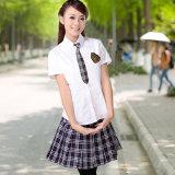 El alto uniforme escolar diseña la camisa y la falda para las muchachas