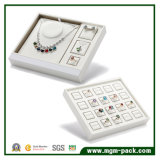 優雅な白PUの革宝石類の表示