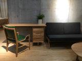 Mobília antiga funcional para o Schoolroom